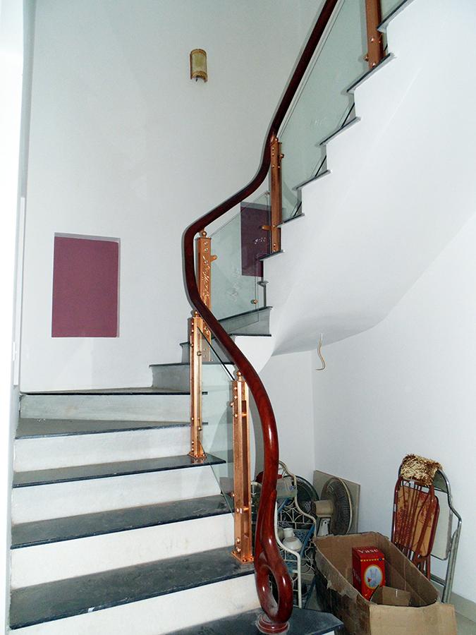 Cầu thang kính trụ hợp kim nhôm Juying 3072